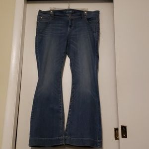 Cute old navy flare Jean's with pocket detail